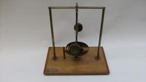 pendulo de torção com mola horizontal